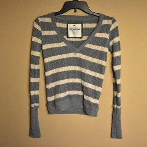 Long sleeve sweater top v- neck